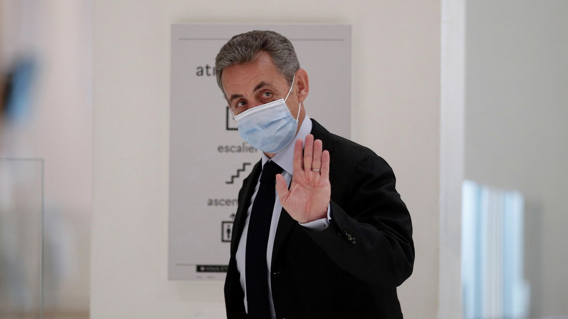 Бывший президент Франции Николя Саркози в здании суда перед вынесением приговора - РИА Новости, 1920, 02.03.2021