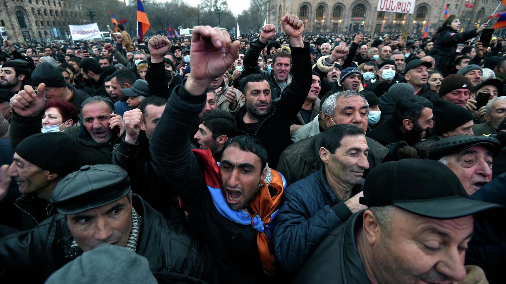 Участники акции сторонников премьер-министра Армении Н. Пашиняна в Ереване - РИА Новости, 1920, 02.03.2021