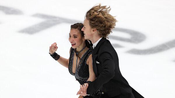 Диана Дэвис и Глеб Смолкин выступают в ритмическом танце в финале Кубка России по фигурному катанию в Москве.