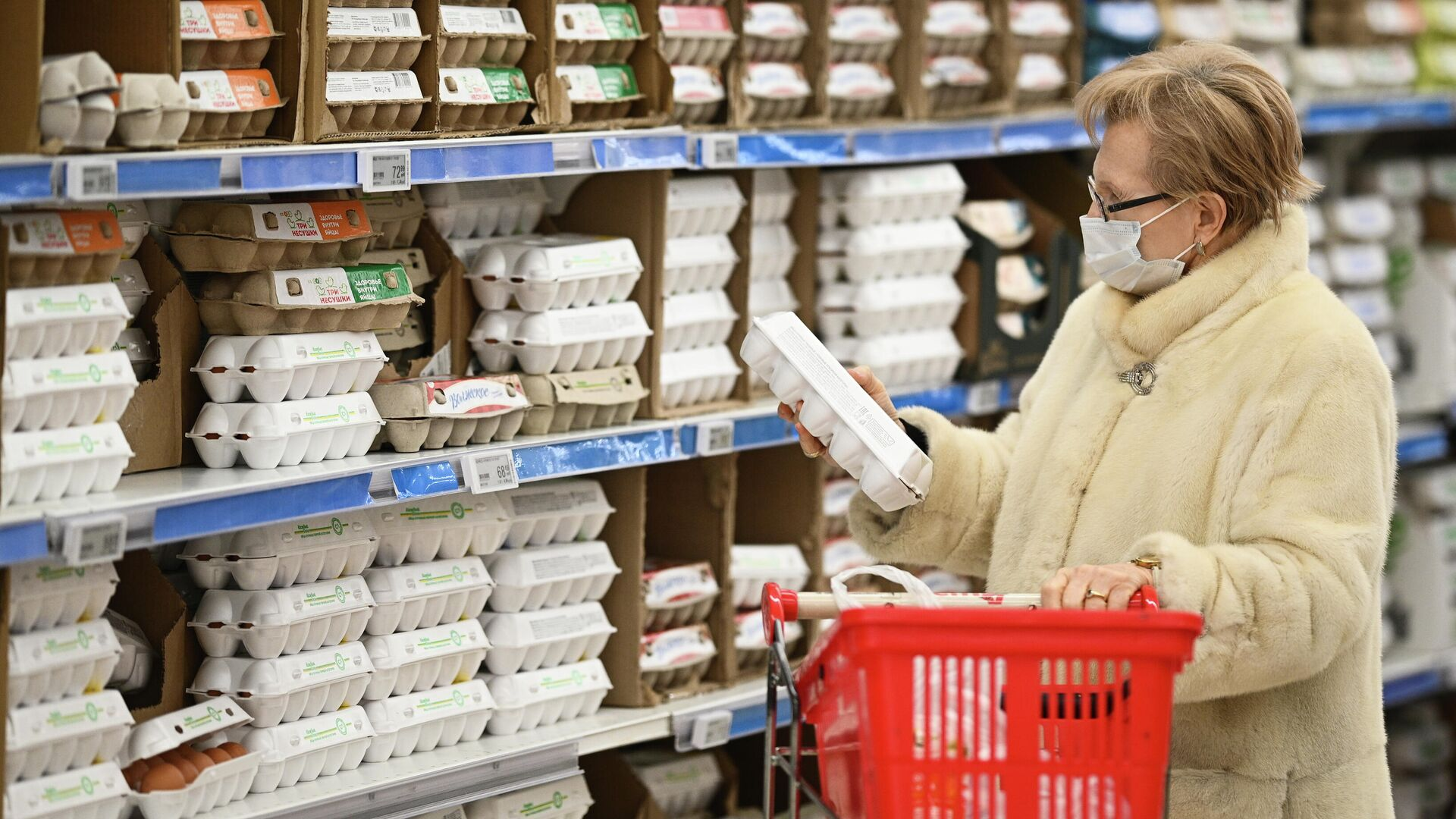 Отдел с куриными яйцами в гипермаркете - РИА Новости, 1920, 04.03.2021