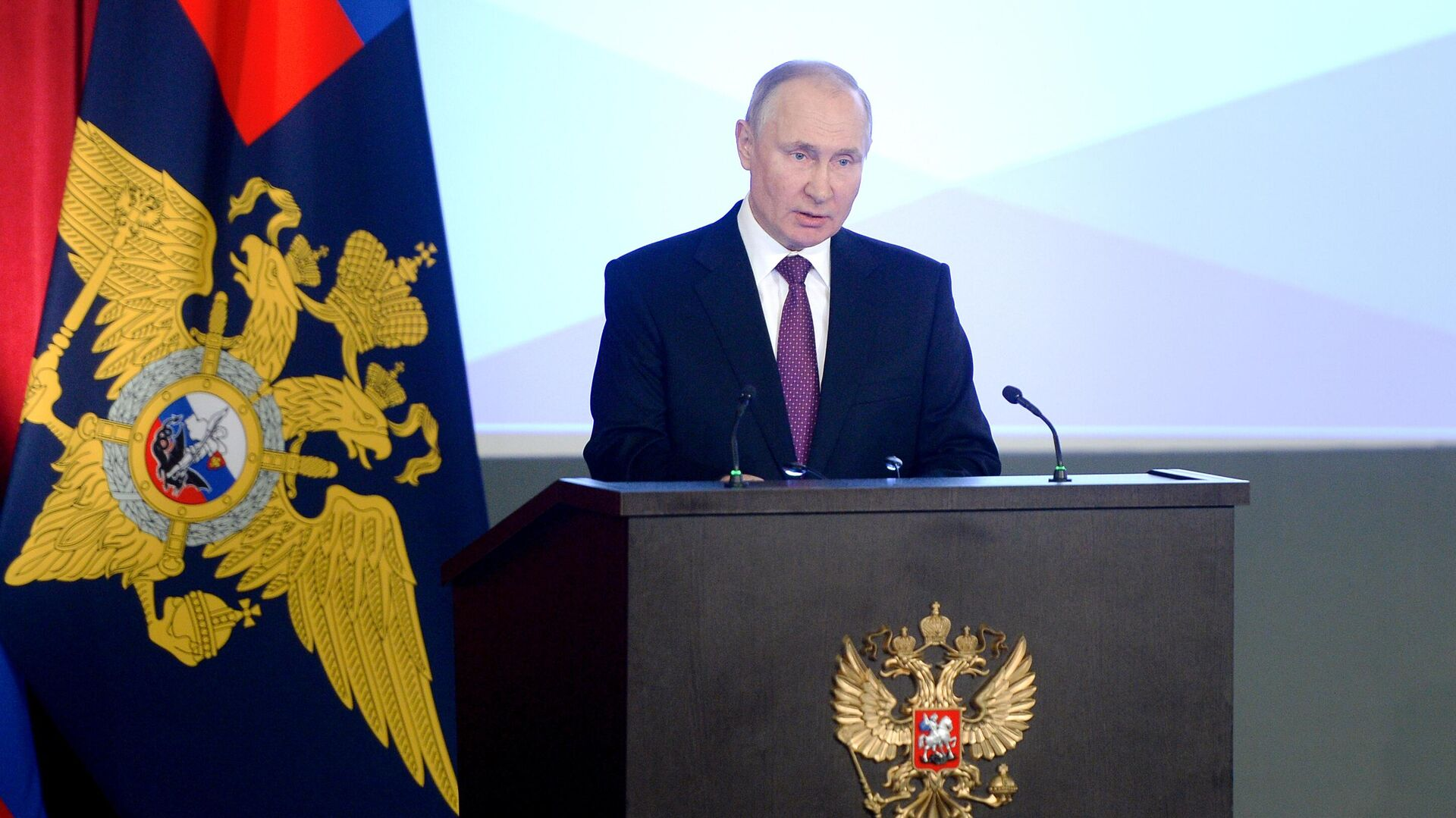 Президент РФ Владимир Путин выступает на ежегодном расширенном заседании коллегии министерства внутренних дел РФ - РИА Новости, 1920, 03.03.2021