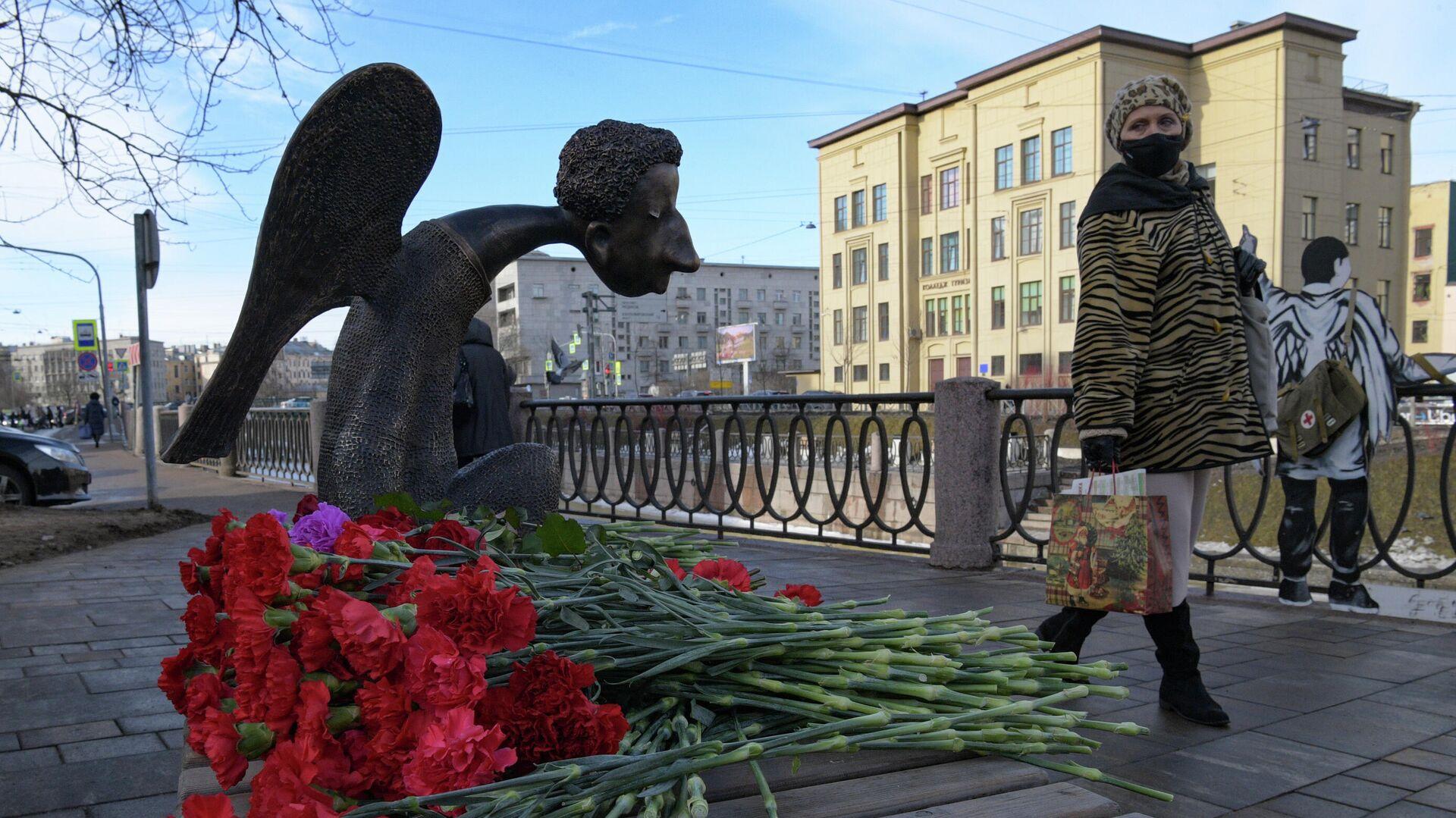 Памятник врачам Печальный ангел в Санкт-Петербурге - РИА Новости, 1920, 03.03.2021