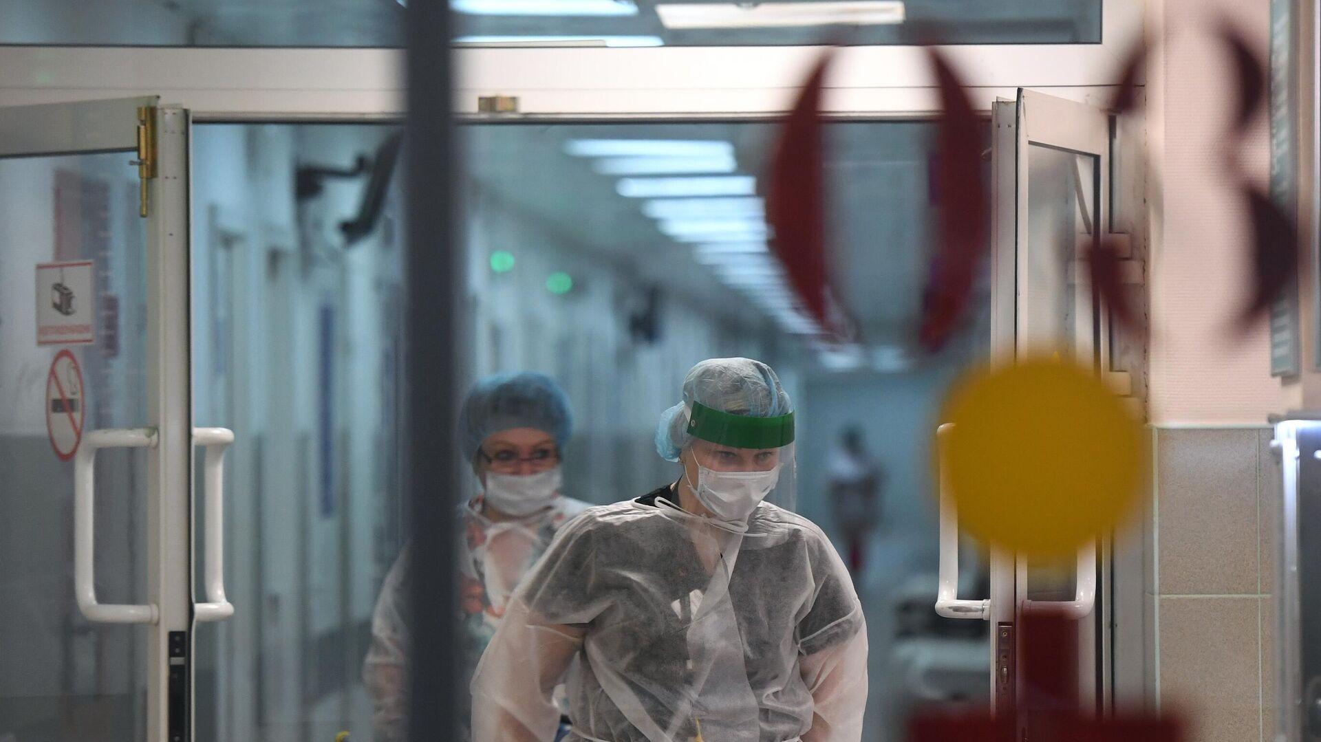 Медицинские работники и пациент в городской клинической больнице №15 имени О.М. Филатова - РИА Новости, 1920, 07.03.2021