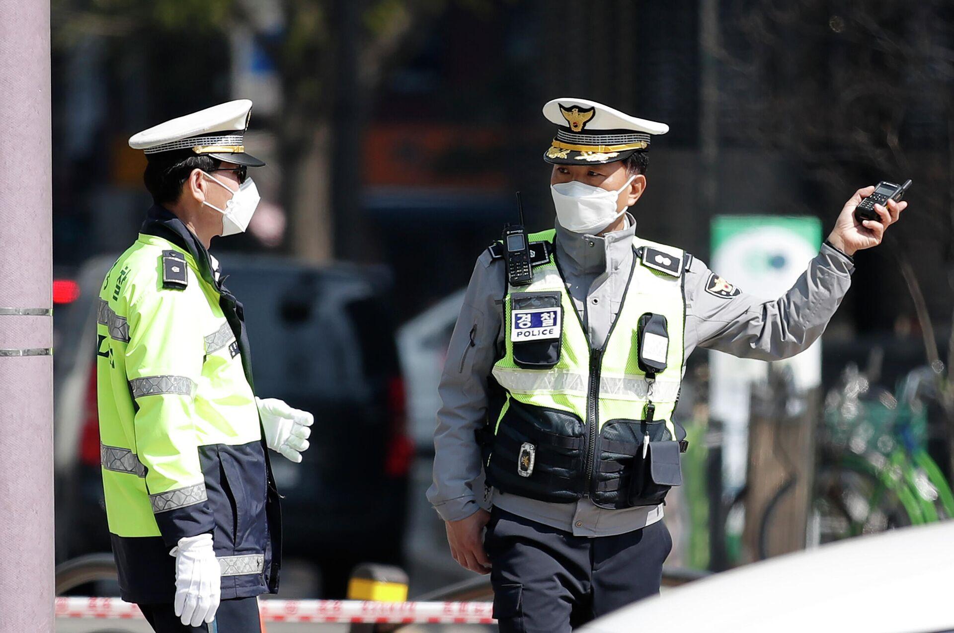 Южнокорейские полицейские на улице в Сеуле - ПРОФИ Новости, 1920, 05.03.2021