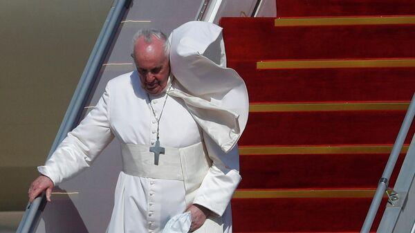 Папа Римский Франциск в международном аэропорту Багдада в Ираке