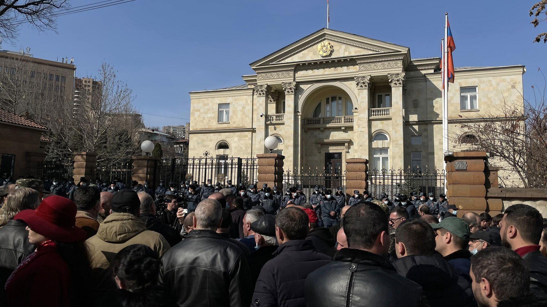 И. о. главы армянского МИД подал прошение об отставке