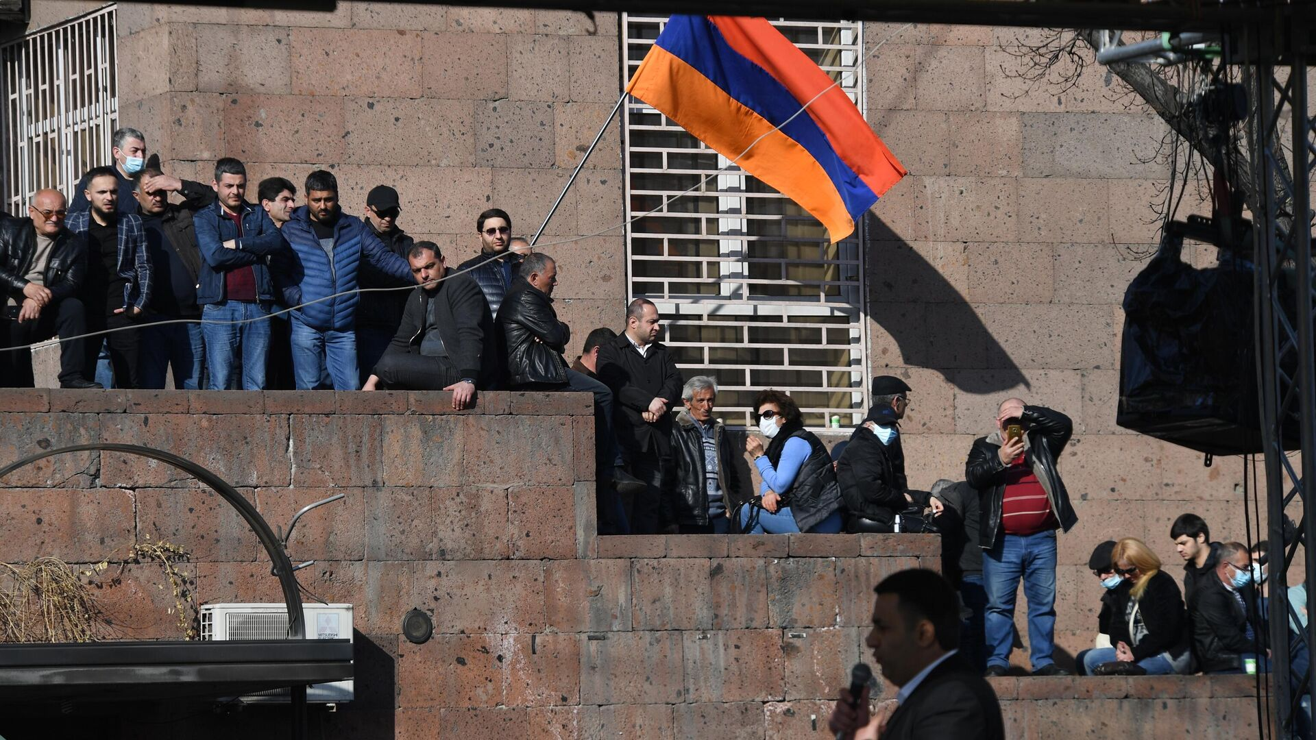 Участники митинга оппозиции на проспекте Баграмяна у здания Национальной академии наук в Еревaне - РИА Новости, 1920, 07.03.2021