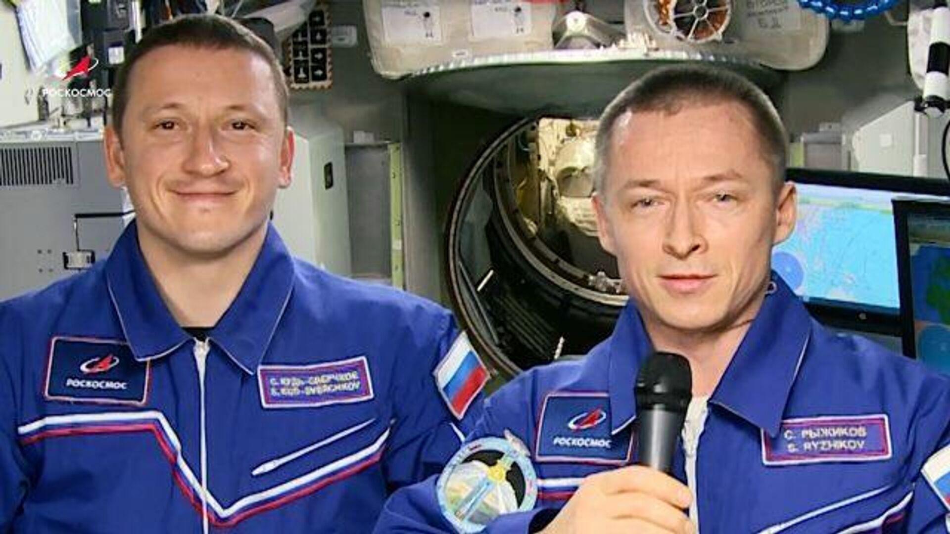 С началом весны! – поздравление от российских космонавтов с борта МКС - РИА Новости, 1920, 08.03.2021