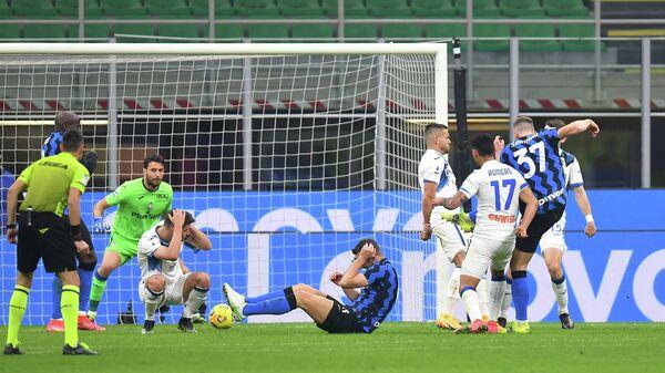 Игровой момент матча Аталанта - Интер