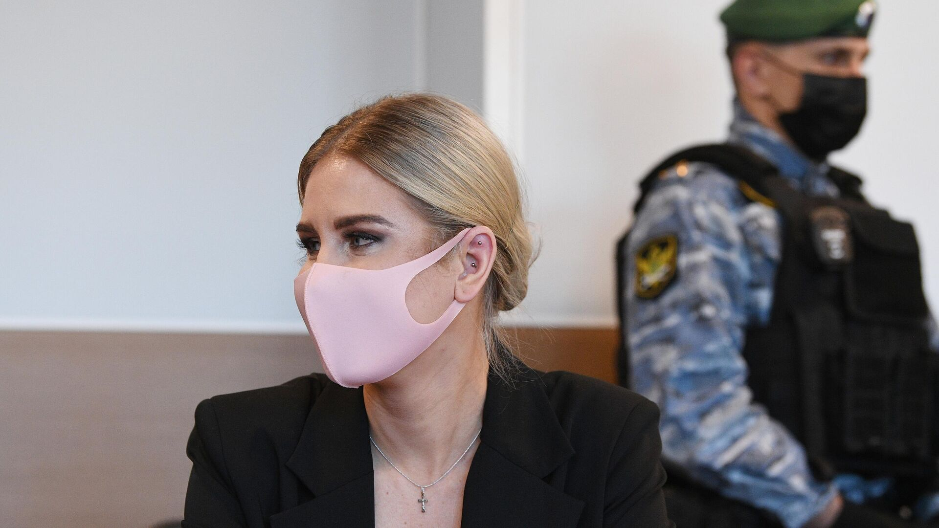 Суд над Соболь за незаконное проникновение в жилище отложили