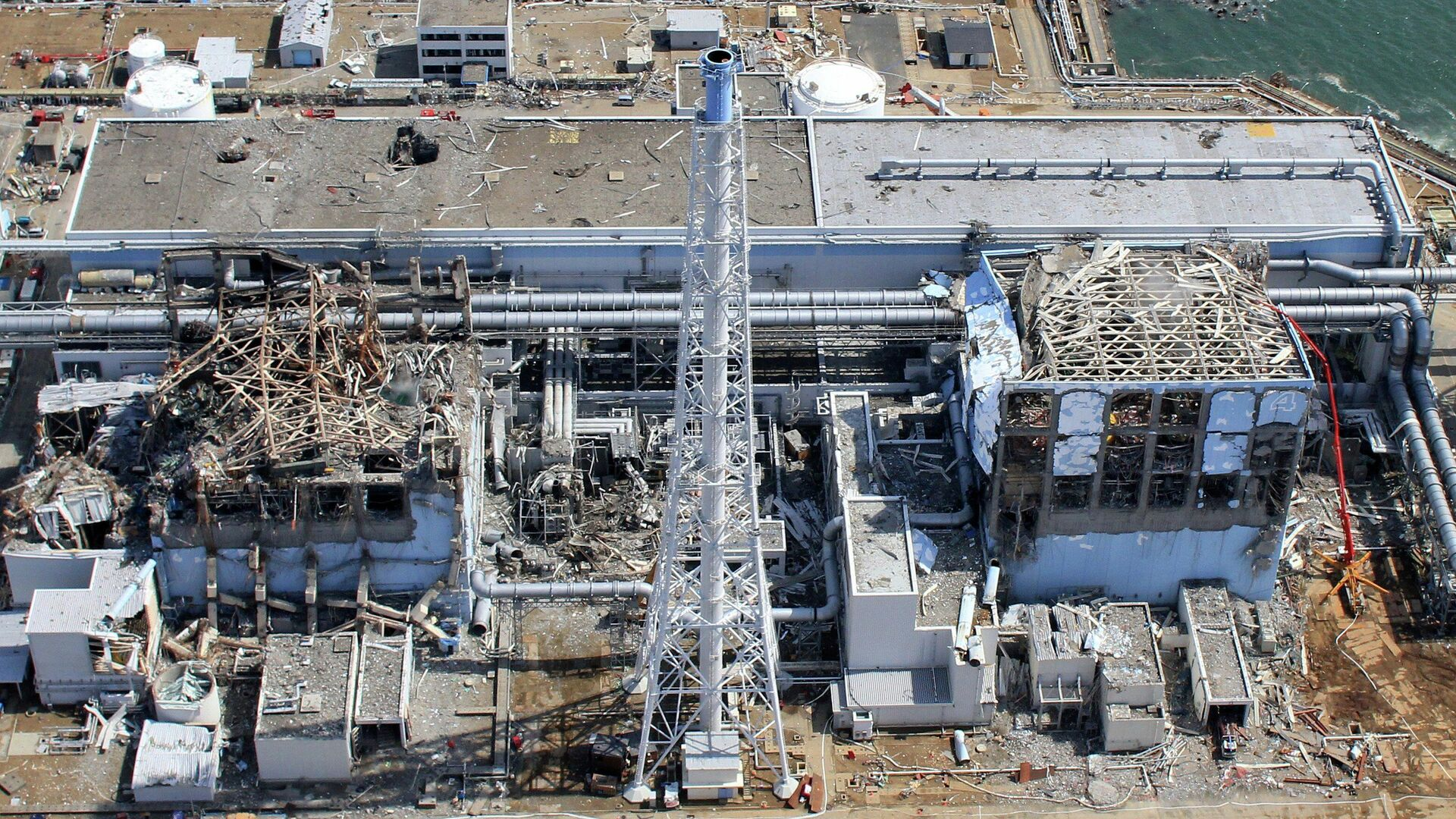 Аэрофотоснимок атомной электростанции Фукусима-1 в префектуре Фукусима. 24 марта 2011 года - РИА Новости, 1920, 12.03.2021
