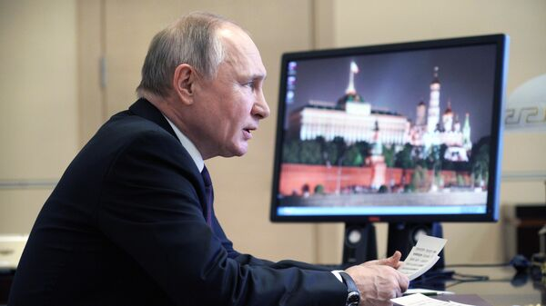 Президент РФ Владимир Путин проводит совещание о мерах по повышению инвестиционной активности