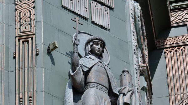 Рельеф с изображением святой княгини Ольги на стене Главного храма Вооруженных сил РФ в парке Патриот