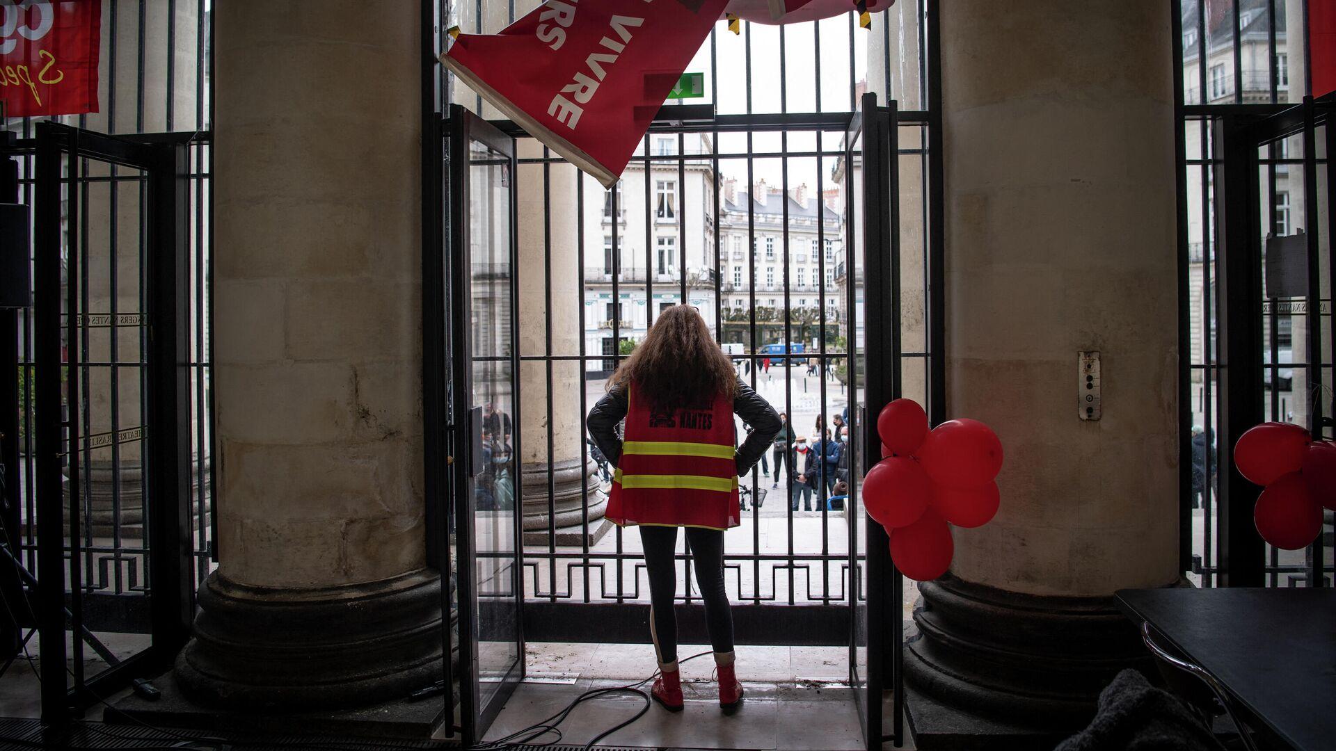 Отчаянное положение во Франции: Макрон надеется только на вакцину