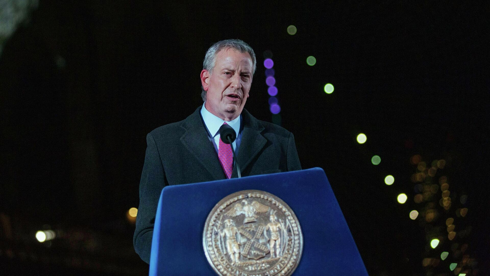Мэр Нью-Йорка Билл де Блазио выступает на церемонии поминовения жителей Нью-Йорка, погибших во время пандемии Covid-19 - РИА Новости, 1920, 03.08.2021