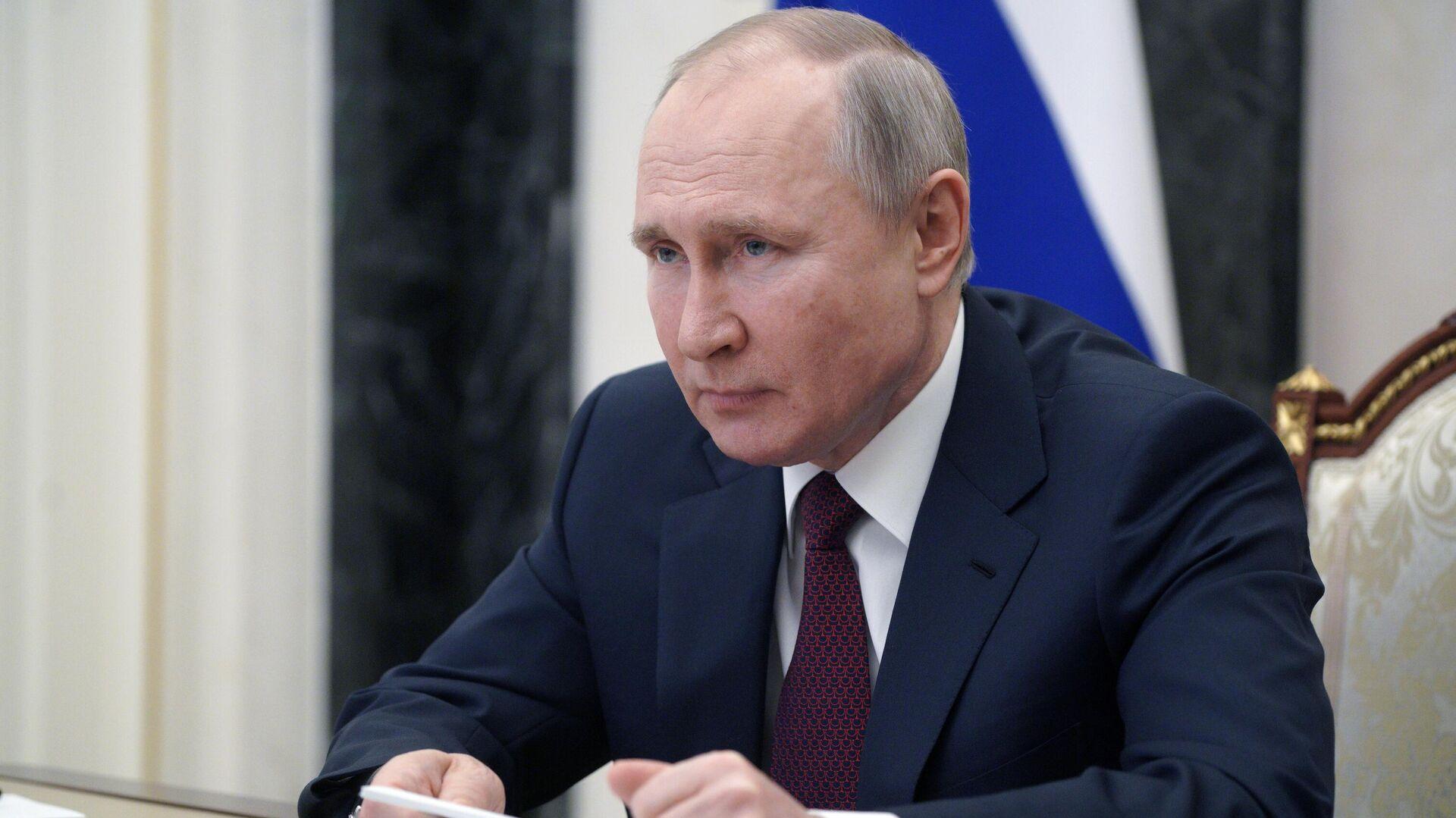 Путин подписал поправки о праве избираться на новый срок