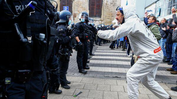 Акция протеста против ограничений связанных с эпидемией коронавируса в Касселе, Германия