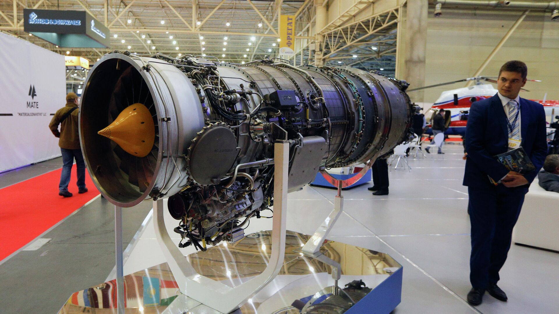 Авиационный двигатель, разработанный компанией Мотор Сич, представленный на выставке в Киеве, Украина - РИА Новости, 1920, 09.04.2021