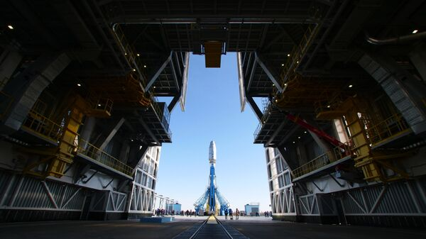 Ракета-носитель Союз-2.1б с разгонным блоком Фрегат во время установки на стартовый комплекс космодрома Восточный в Амурской области