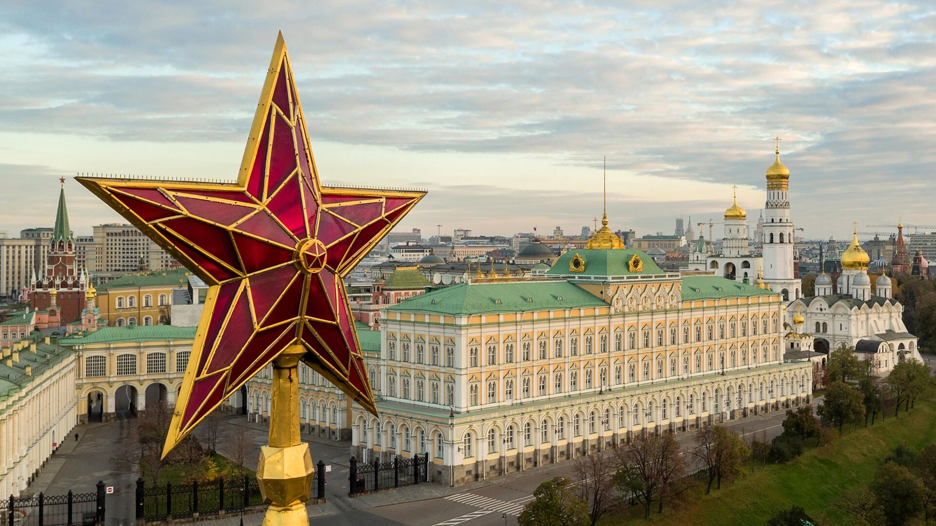Звезда на Водовзводной башне Московского Кремля - РИА Новости, 1920, 09.04.2021