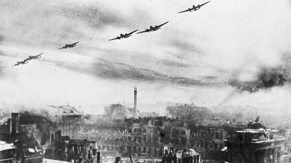 Советские бомбардировщики над Берлином