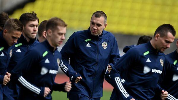 Игрок сборной России Артём Дзюба (в центре) на тренировке перед отборочным матчем ЧМ-2022 против сборной Словении.