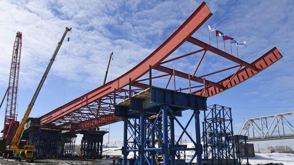 Строительство автомобильного моста через реку Обь