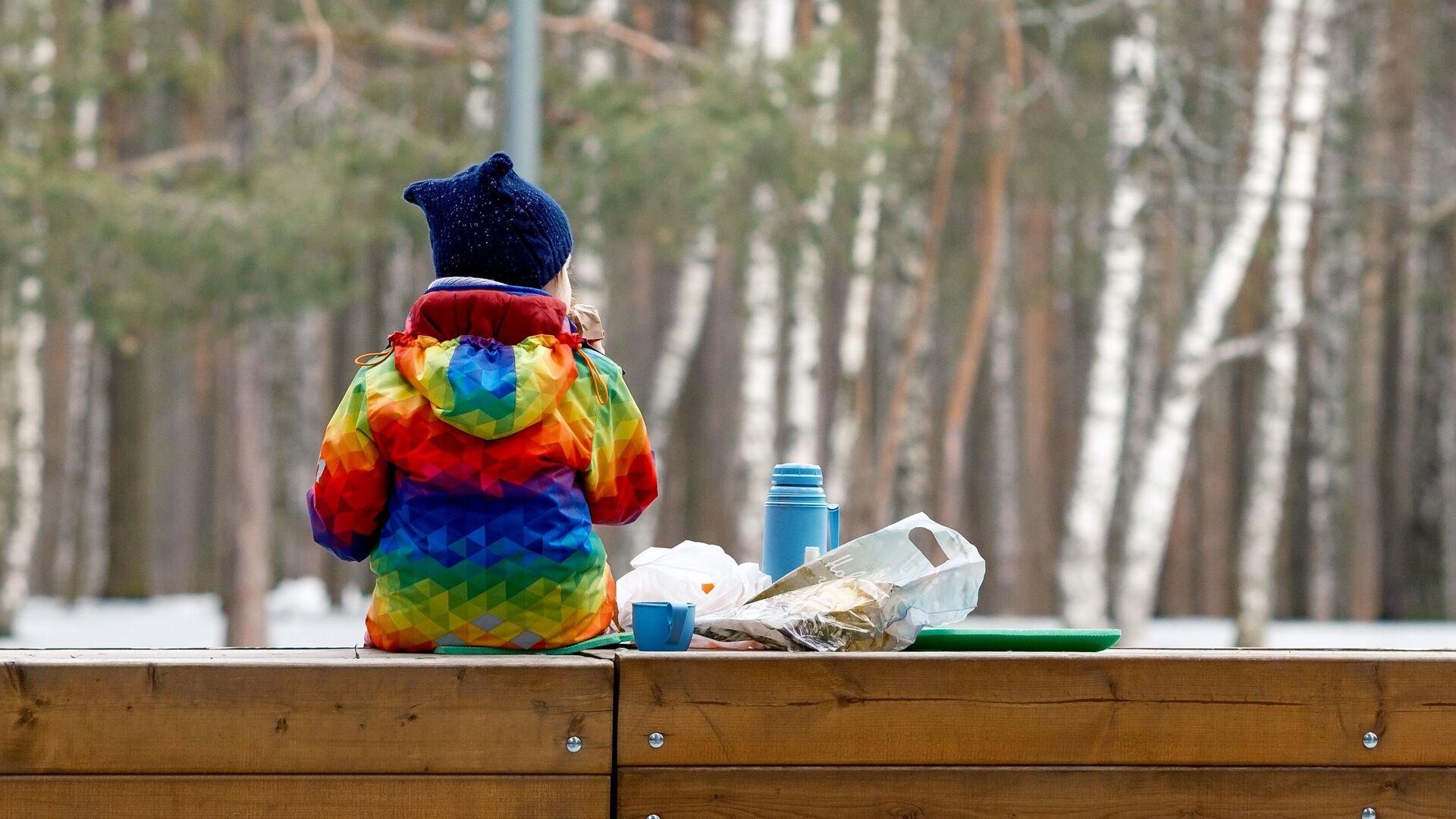Ребенок отдыхает в одном из парков Санкт-Петербурга - РИА Новости, 1920, 31.03.2021