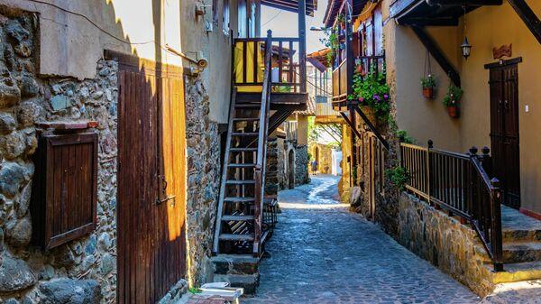 Узкие улочки в деревне Какопетрия на Кипре
