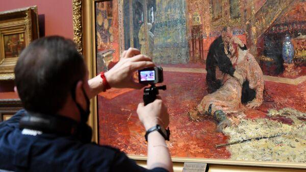 Картина Сыноубийца (вариант-повторение картины Иван Грозный и сын его Иван 16 ноября 1581 года) на выставке Илья Репин: известный и неизвестный в Третьяковской галерее в Москве.