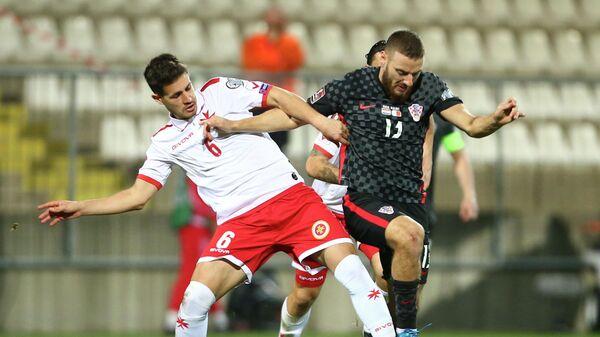 Никола Влашич (справа) в матче за сборную Хорватии