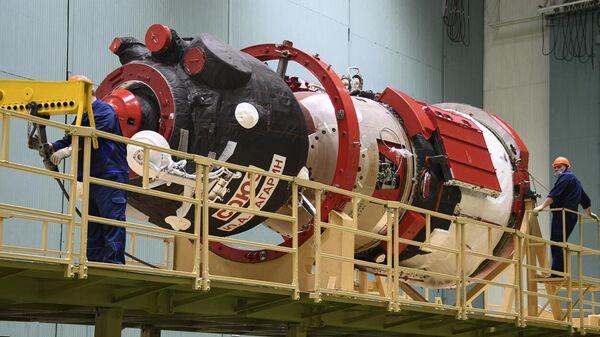 Транспортный пилотируемый корабль Союз МС-18 доставлен на космодром Байконур