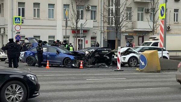 Кадры ДТП на Садовом кольце, где столкнулись пять автомобилей
