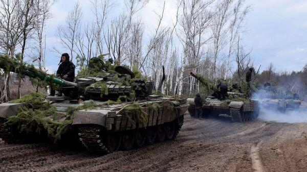 Тренировка танковых резервов вооруженных сил Украины в Луганской области