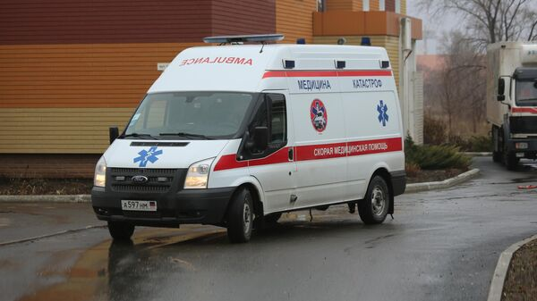 Автомобиль Скорой помощи около амбулатории №4  помощи в Донецке