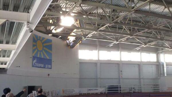 Частичное обрушение крыши спорткомлекса Вересники в Кирове