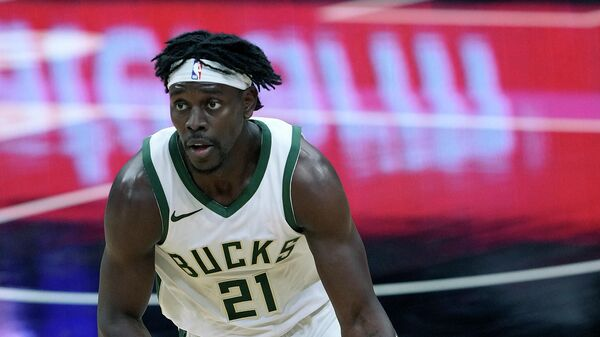 SACRAMENTO, CALIFORNIA - APRIL 03: Jrue Holiday #21 of the Milwaukee Bucks dribbles the ball up court against the Sacramento Kings during the second half of an NBA basketball game at Golden 1 Center on April 03, 2021 in Sacramento, California. NOTE TO USER: User expressly acknowledges and agrees that, by downloading and or using this photograph, User is consenting to the terms and conditions of the Getty Images License Agreement.   Thearon W. Henderson/Getty Images/AFP (Photo by Thearon W. Henderson / GETTY IMAGES NORTH AMERICA / Getty Images via AFP)