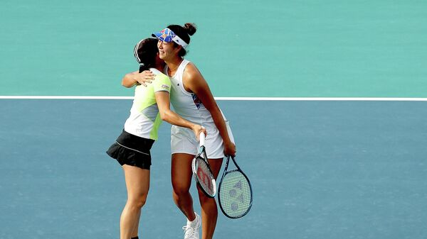 MIAMI GARDENS, FLORIDA - APRIL 02: Shuko Aoyama and Ena Shibahara of Japan celebrate match point against Bethanie Mattek-Sands and Iga Swiatek of Poland in the doubles semifinals during the Miami Open at Hard Rock Stadium on April 02, 2021 in Miami Gardens, Florida.   Matthew Stockman/Getty Images/AFP (Photo by MATTHEW STOCKMAN / GETTY IMAGES NORTH AMERICA / Getty Images via AFP)