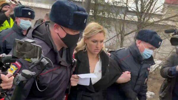 Задержание главы Альянса врачей у колонии, где сидит Навальный
