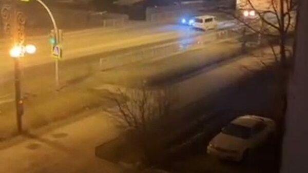 Авария в Южно-Сахалинске: по дорогам течет кипяток