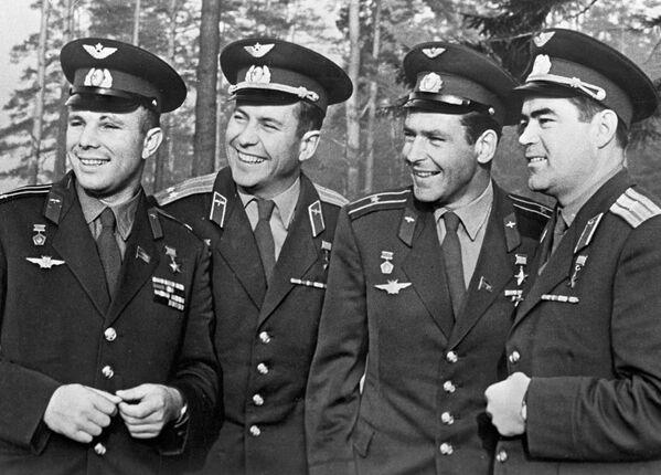 Первый отряд летчиков-космонавтов СССР, Героев Советского Союза (слева направо): Юрий Гагарин, Павел Попович, Герман Титов и Андриян Николаев