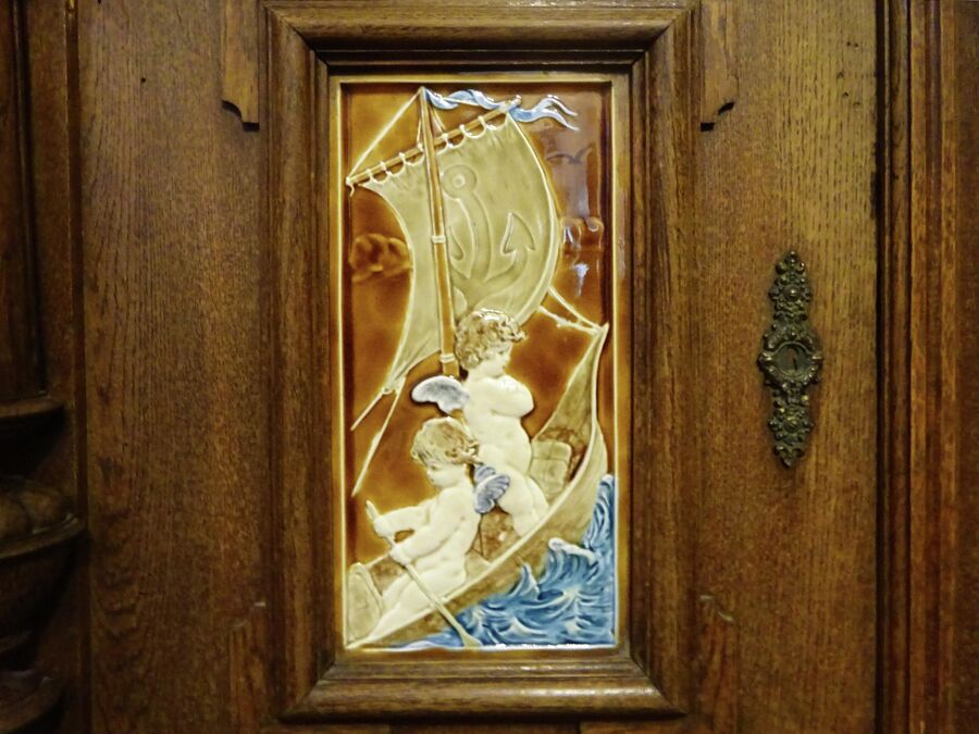 Музей истории города, дверца шкафа