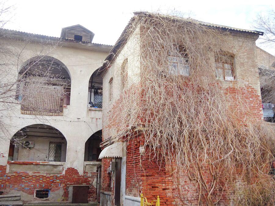 Персидское подворье, вид со двора