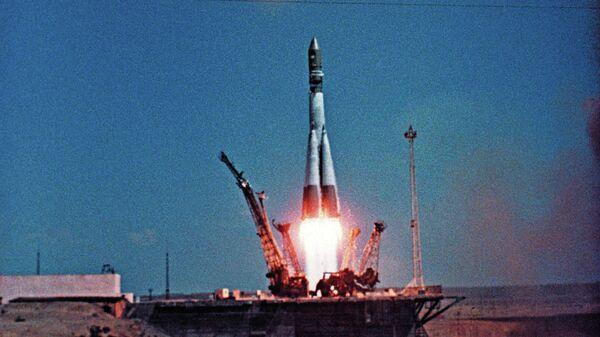 Космический корабль Восток-1 стартует с космодрома Байконур