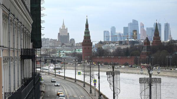 Софийская набережная в Москве