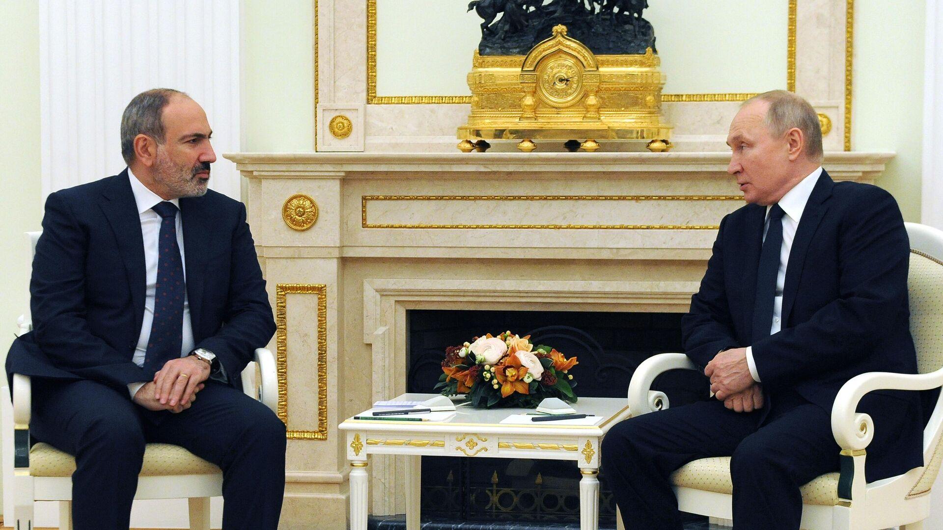 Президент РФ Владимир Путин и премьер-министр Армении Никол Пашинян во время встречи - РИА Новости, 1920, 24.04.2021