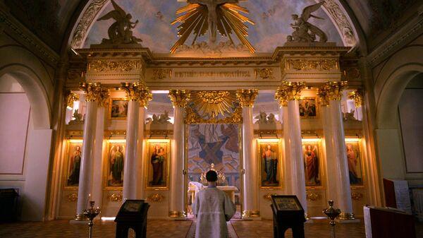 Иконостас в домовом храме святой мученицы Татианы при МГУ имени Ломоносова в Москве