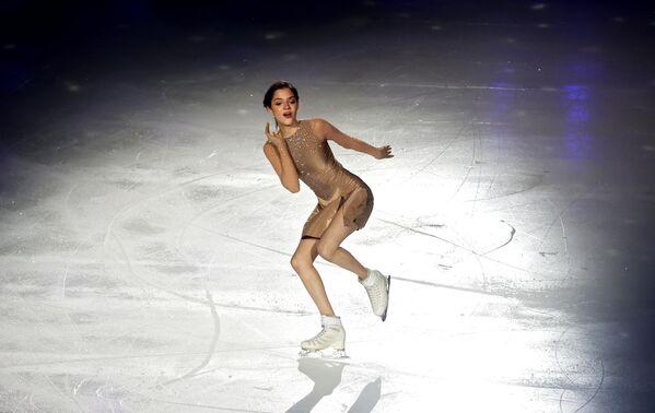 Евгения Медведева выступает в шоу Team Tutberidze Чемпионы на льду в дворце спорта Мегаспорт в Москве