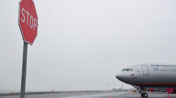Самолет авиакомпании Аэрофлот на территории аэропорта Шереметьево