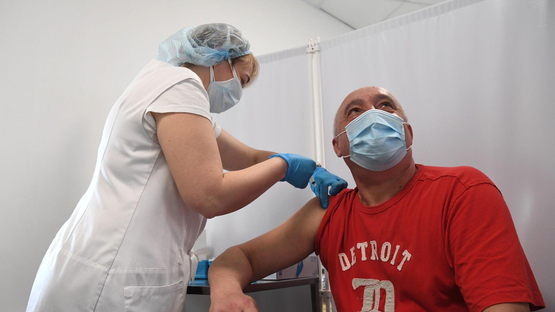 В Германии шести пациентам вкололи физраствор вместо вакцины BioNTech